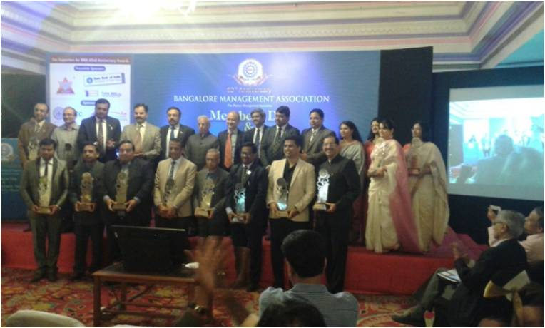 All the awardees come together for a group photograph