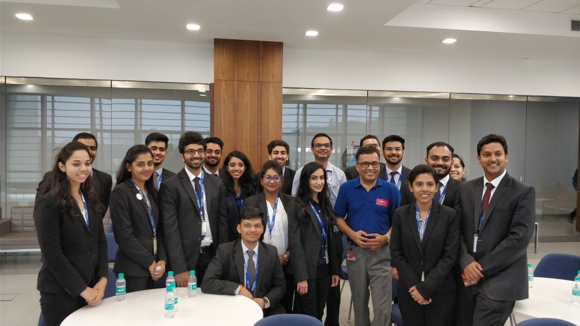 Retail PGDM students, WeSchool spend time at Reliance Retail stores learning the ropes of retail business