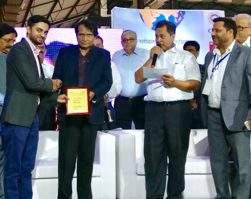 Abul Hasan Rajani, Alumni WeSchool felicitated by Mr Suresh Prabhu, Hon. Minister of Commerce and Industry for Best Startup