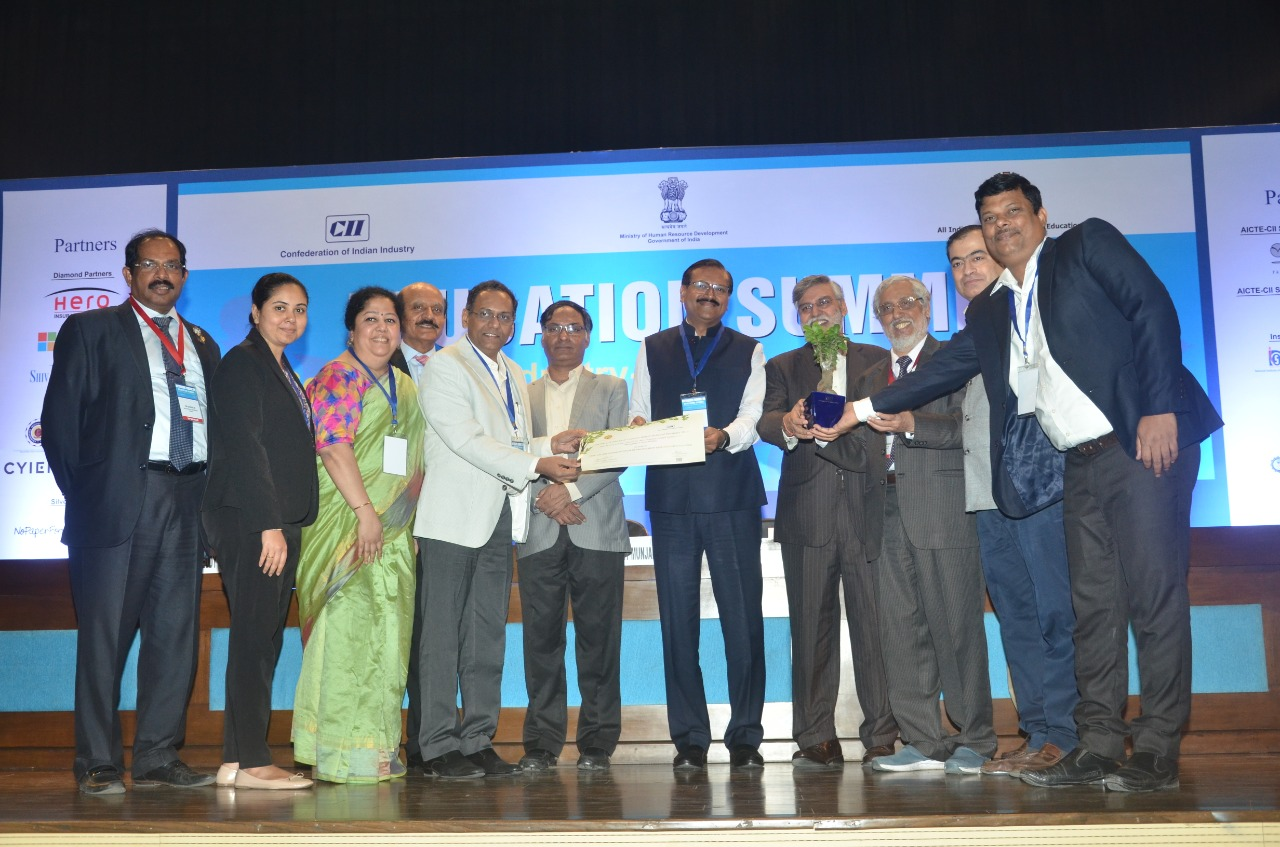 WeSchool honoured with AICTE-CII indpact award for best industry-linked institute for management (established).